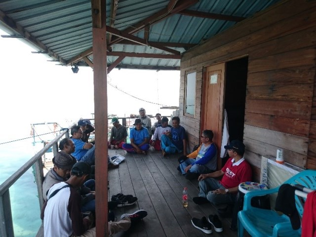 Kegiatan diskusi dengan Kelompok Sea Farming IPB di Balai Sea Farming Semak Daun  PKSPL IPB
